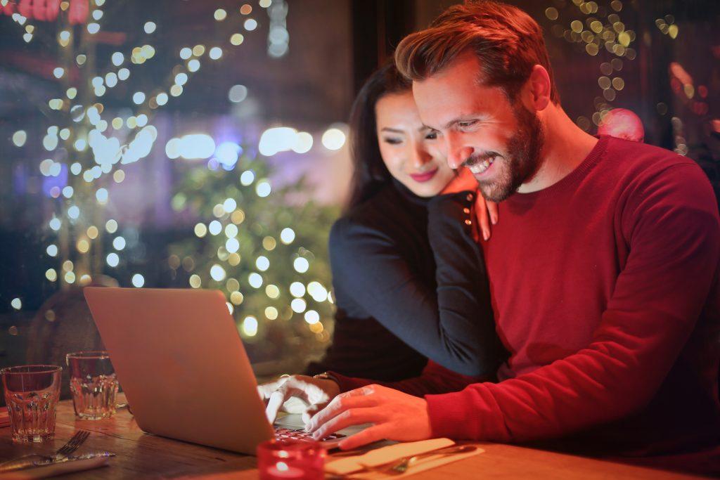 10 wirkungsvolle Flirttipps für Frauen