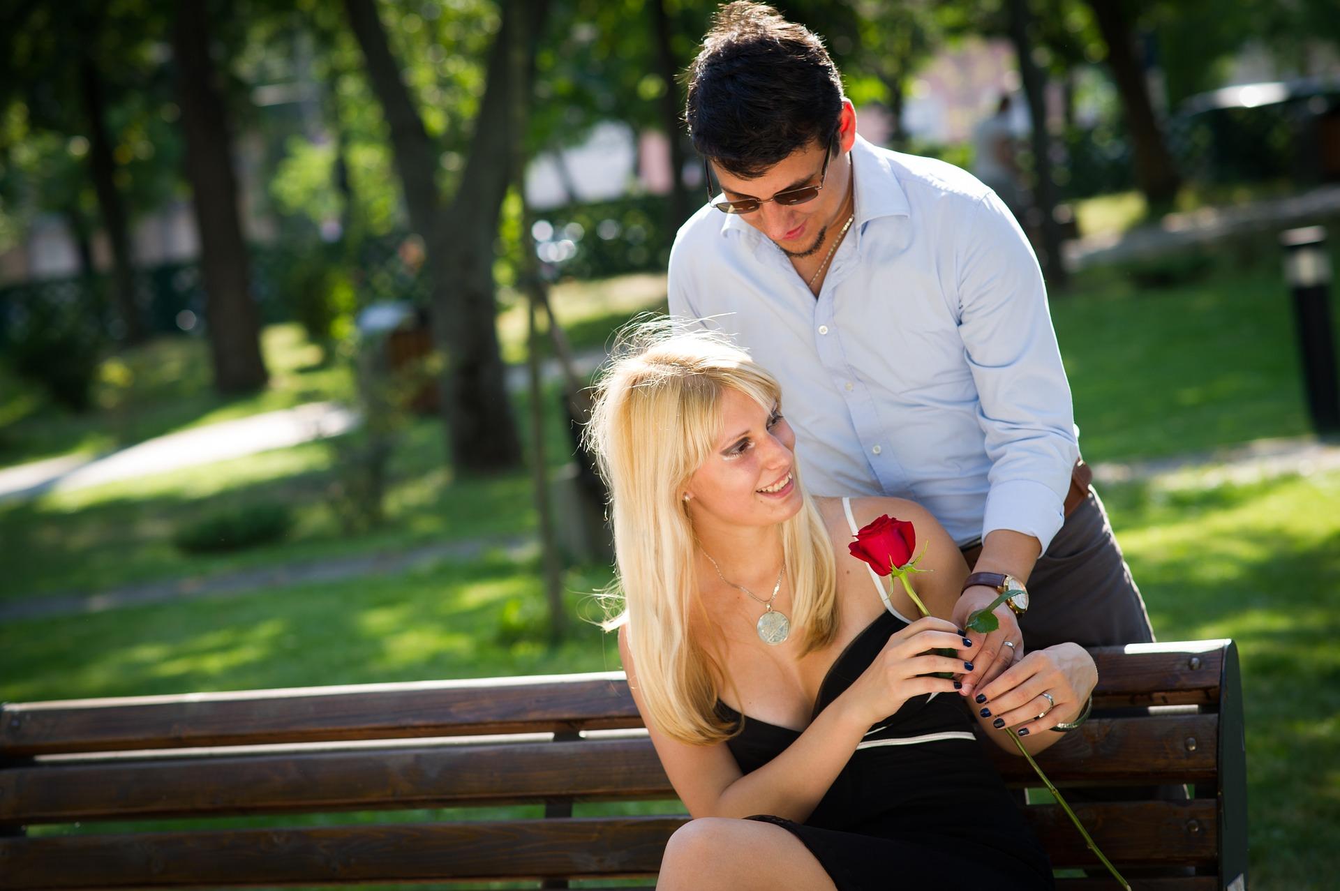 Richtig flirten mit blicken